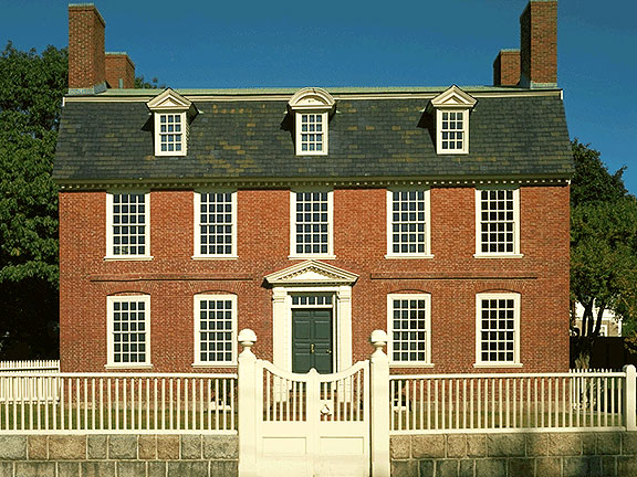New england driving tours governor 39 s house in hyde park for Main architectural styles
