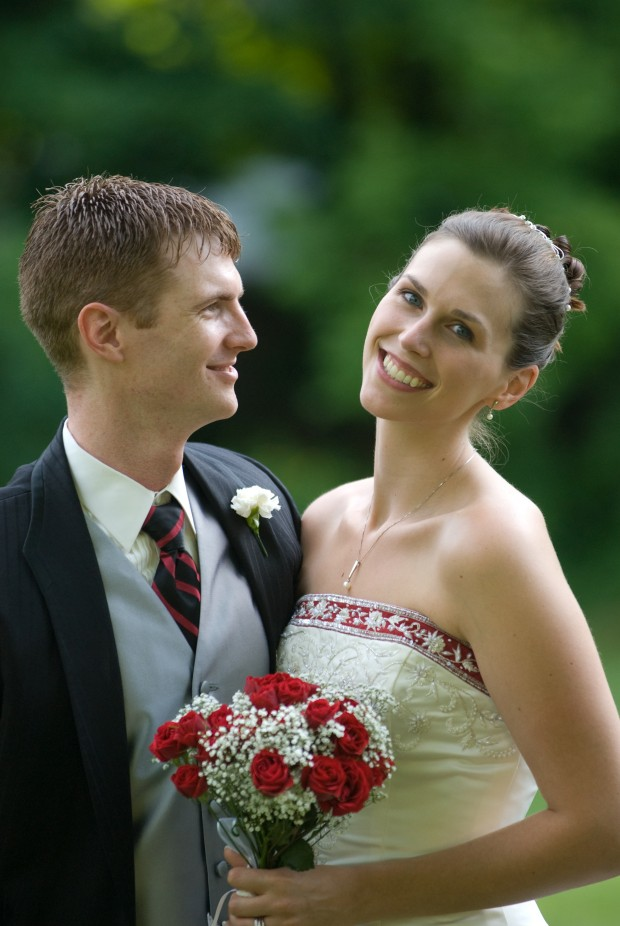 couple eloping at the Governor's House